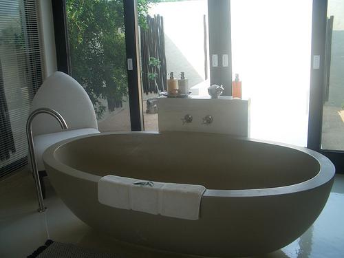 freistehende badewanne nicht nur optisch ein genuss mein wohnparadies. Black Bedroom Furniture Sets. Home Design Ideas
