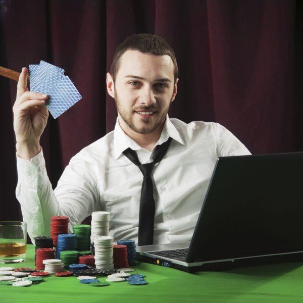 Casino-Stimmung zu Hause: Pokertisch selber machen